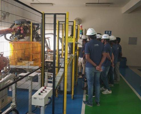 training trainees robot 2